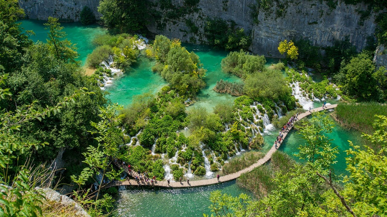 Plitvice Lakes - visit one of the most magnificent parks in Europe